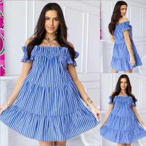 Niebieska sukienka Escoli By Escoli z krótkim rękawem mini oversize