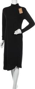 Czarna sukienka Casa Amuk z długim rękawem w stylu casual midi