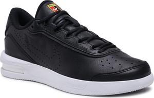 Czarne buty sportowe Nike z płaską podeszwą w sportowym stylu ze skóry