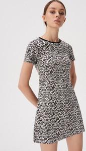 Sukienka Sinsay z okrągłym dekoltem w stylu casual z krótkim rękawem