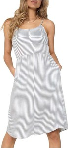 Sukienka Only z okrągłym dekoltem
