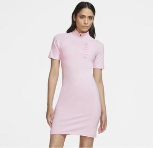 Sukienka Nike w sportowym stylu mini