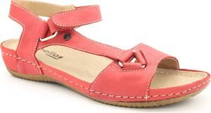 Czerwone sandały Helios na niskim obcasie w stylu casual