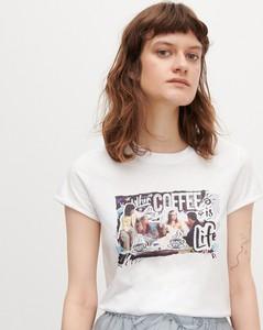 T-shirt Reserved z okrągłym dekoltem z krótkim rękawem w młodzieżowym stylu