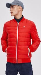 Czerwona kurtka diversesystem z tkaniny w stylu casual