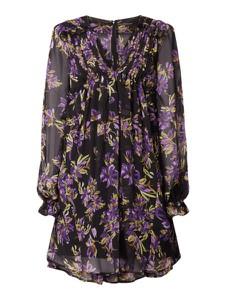 Sukienka Guess z szyfonu z dekoltem w kształcie litery v