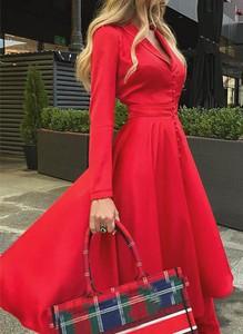 Czerwona sukienka Cikelly midi z długim rękawem