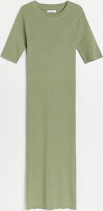 Zielona sukienka Reserved z krótkim rękawem prosta midi