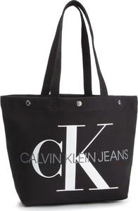 Torebka Calvin Klein duża w młodzieżowym stylu