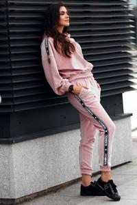 Różowe spodnie sportowe Makadamia
