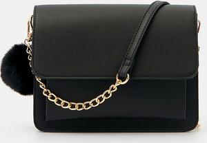 Czarna torebka Mohito średnia w stylu glamour