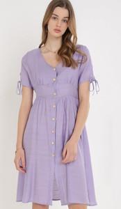 Fioletowa sukienka born2be z dekoltem w kształcie litery v mini z krótkim rękawem