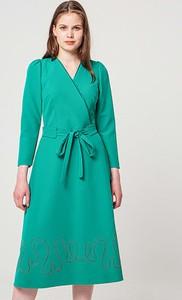 Sukienka BGN z długim rękawem midi