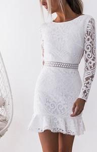 Sukienka Cikelly dopasowana z okrągłym dekoltem mini
