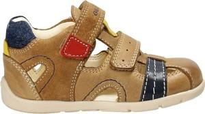 Brązowe buty dziecięce letnie Geox ze skóry na rzepy dla chłopców