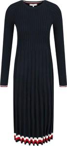 Czarna sukienka Tommy Hilfiger bombka z okrągłym dekoltem z długim rękawem