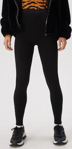 Czarne legginsy Sinsay w sportowym stylu
