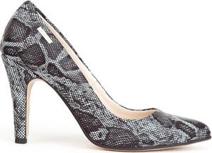 Szpilki Zapato ze skóry ze spiczastym noskiem na obcasie