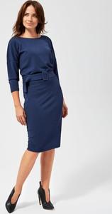 Niebieska sukienka Moodo z długim rękawem z okrągłym dekoltem