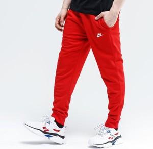 Czerwone spodnie sportowe Nike