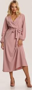 Różowa sukienka Renee midi z długim rękawem