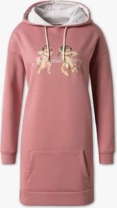 Różowa sukienka CLOCKHOUSE midi z bawełny