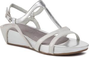Sandały Tamaris ze skóry ekologicznej na koturnie