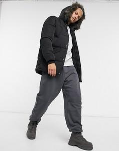 Czarna kurtka Asos w młodzieżowym stylu