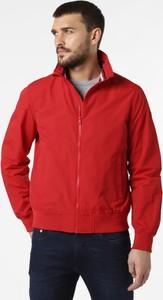 Czerwona kurtka Champion w sportowym stylu