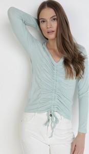 Bluzka born2be z długim rękawem z dekoltem w kształcie litery v