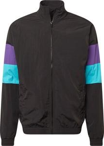 Czarna kurtka Urban Classics w młodzieżowym stylu