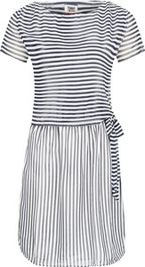 Sukienka Tommy Jeans z krótkim rękawem w stylu casual z okrągłym dekoltem
