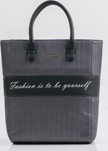 Granatowa torebka Monnari w młodzieżowym stylu do ręki