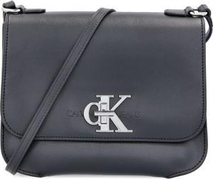 Czarna torebka Calvin Klein na ramię matowa
