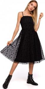 Czarna sukienka MOE na ramiączkach z dekoltem w karo midi