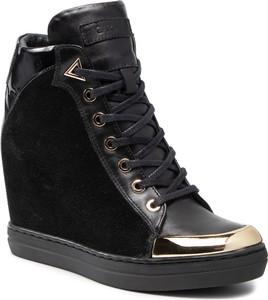 Czarne buty sportowe Carinii sznurowane z zamszu