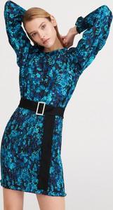 Niebieska sukienka Reserved z okrągłym dekoltem z długim rękawem