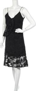 Sukienka Lawrence Grey z dekoltem w kształcie litery v