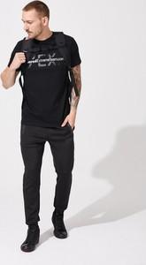 Czarny t-shirt DiverseExtreme w młodzieżowym stylu z krótkim rękawem