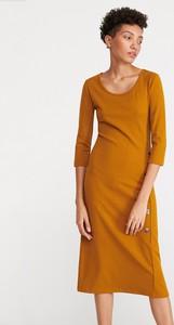 Pomarańczowa sukienka Reserved dopasowana w stylu casual z dzianiny