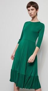 Zielona sukienka Reserved midi z okrągłym dekoltem