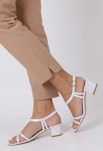 Sandały Casu w stylu glamour na obcasie z klamrami