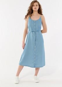 Niebieska sukienka Outhorn midi na ramiączkach