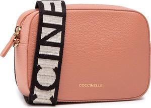 Różowa torebka Coccinelle matowa na ramię średnia
