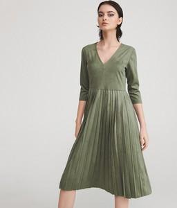 Sukienka Reserved z dekoltem w kształcie litery v w stylu casual z długim rękawem