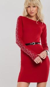 Czerwona sukienka Renee z długim rękawem z okrągłym dekoltem mini