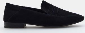 Czarne półbuty Mohito z płaską podeszwą w stylu casual