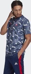 T-shirt Adidas w geometryczne wzory