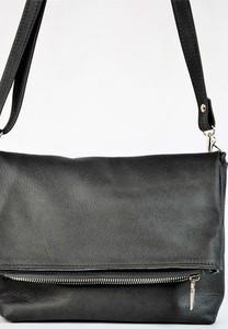 Czarna torebka Pracownia6-9 w stylu casual ze skóry na ramię
