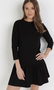 Czarna sukienka born2be z okrągłym dekoltem w stylu casual z długim rękawem